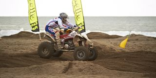 Vierling bij motocrossras Royalty-vrije Stock Afbeeldingen