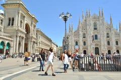 Viert de vrouwelijke student van Milan State University de graduatiegebeurtenis royalty-vrije stock foto's