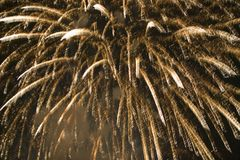 Viertel von Juli-Feier mit den explodierenden Feuerwerken, Unabhängigkeitstag, Ojai, Kalifornien Stockbild