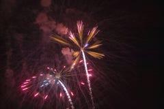 Viertel von Juli-Feier mit den explodierenden Feuerwerken, Unabhängigkeitstag, Ojai, Kalifornien Stockfoto