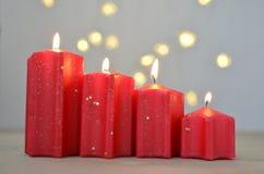 Viertes Advent Week Rote Kerzen Weihnachtsnoch Leben stockfotos