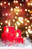 Viertes Aufkommen, Kerzen in der atmosphärischen Leuchte Lizenzfreies Stockfoto