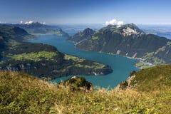 Vierwaldstättersee - beau lac dans des Alpes de Swiis Photographie stock libre de droits