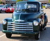 vierziger Jahre grüner Chevrolet-Kurzschlussbett-Aufnahmen-LKW Stockbild
