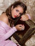 Vierzigerjahre Artpin-c$oben schoss von der schönen jungen Frau Lizenzfreie Stockbilder