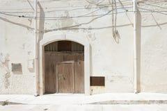 Vieste, Apulia falcowanie brama, dwa deszczówki drymby i niektóre ca -, fotografia stock