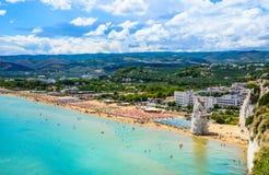 Vieste panoramautsikt, Gargano, Apulia, södra Italien Arkivbilder