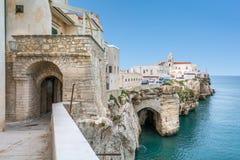 Vieste sławna ` perła Gargano ` w Foggia prowinci, Puglia, południowy Włochy obrazy royalty free