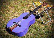 Guitarra del español del Hippie Fotografía de archivo