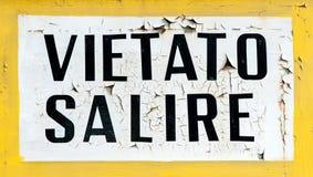 Vietato Salire klättrar inte tecknet Arkivbild