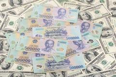 Vietnam dongs på US dollar Arkivbilder