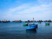 Vietnam fiskares fartyg Arkivbilder