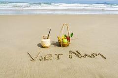Vietnam geschrieben auf den Sand Stockfotos