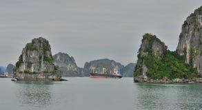 Vietnam Halong fjärd Arkivbilder