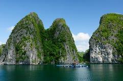 Vietnam - Halong Schacht Lizenzfreie Stockfotos