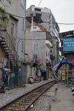 Vietnam - Hanoi - das alte Viertel - die Hanoi-Straßen-Bahngleise Stockfotografie
