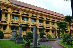 Vietnam - Hanoi - den franska fjärdedelen - sikt och trädgårdar för historiemuseumsida Arkivfoton