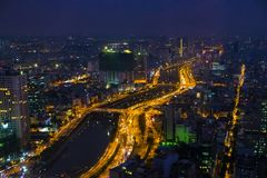 Vietnam, Ho Chi Minh - December 12, 2017 - Mening van Ho Chi Minh-stad vanaf de bovenkant bij nacht Stock Afbeelding