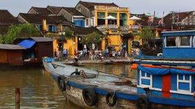 Vietnam Hoi An - Januari 2017: Kaj Bon River i Hoi An, Vietnam arkivfilmer