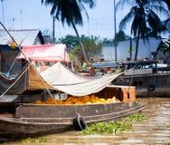 VIETNAM - 28. JANUAR: Boote an sich hin- und herbewegendem Markt am 28. Januar 2014 fam Lizenzfreies Stockfoto