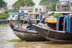 VIETNAM - 28. JANUAR: Boote an sich hin- und herbewegendem Markt am 28. Januar 2014 fam Lizenzfreie Stockbilder