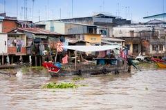 VIETNAM - 28. JANUAR: Boote an sich hin- und herbewegendem Markt am 28. Januar 2014 fam Lizenzfreie Stockfotos