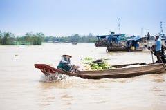 VIETNAM - 28. JANUAR: Boote an sich hin- und herbewegendem Markt am 28. Januar 2014 fam Stockfotografie