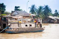 VIETNAM - 28. JANUAR: Boote an sich hin- und herbewegendem Markt am 28. Januar 2014 fam Lizenzfreies Stockbild