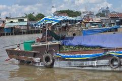 Vietnam Mekong delta som svävar marknaden fotografering för bildbyråer