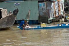 Vietnam Mekong delta som svävar marknaden royaltyfria bilder