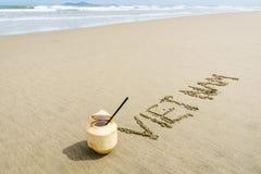 Vietnam op het zand wordt geschreven dat Royalty-vrije Stock Foto