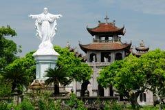 Vietnam - Phat Diem domkyrka Arkivfoton