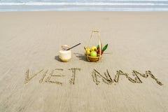 Vietnam som är skriftlig på sanden Arkivbild