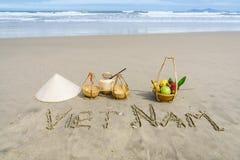 Vietnam som är skriftlig på sanden Arkivfoton