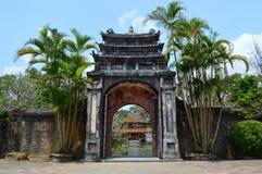 Vietnam - Tint - oude gateway bij de Koninklijke Mausolea - Minh Mang stock fotografie