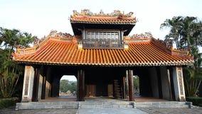 Vietnam Tumba del emperador Tu-Duk en tonalidad la herencia de la UNESCO metrajes