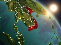 Vietnam van ruimte tijdens zonsopgang Stock Afbeeldingen