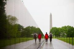 Vietnam-Veterane, die im Washington DC Erinnerungs sind, entwarfen durch Maya Lin Lizenzfreies Stockfoto