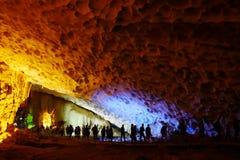 Vietname - baía longa do Ha - gruta de Thien Cung Imagem de Stock