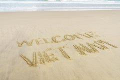 Vietname bem-vindo escrito na areia Imagem de Stock Royalty Free