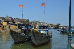 Vietname - Hoi um destino cênico de grandes barcos de pesca em Thu Bon River imagem de stock