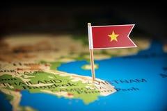 Vietname identificou por meio de uma bandeira no mapa imagem de stock royalty free