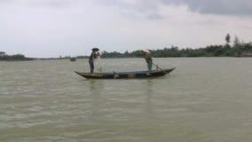 Vietnames fiskare stock video