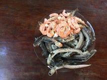 Vietnamese cuisine- rijstnoedel die met garnalen en vissen wordt gekookt stock fotografie