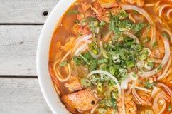 Vietnamese hete en kruidige soep, chay de Tint van Broodjesbo stock foto's