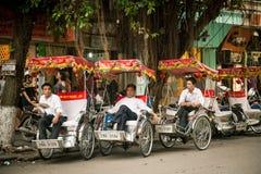 Vietnamese huwelijksriksja's, Hanoi Stock Foto's