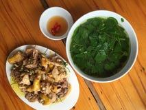 Vietnamese maaltijd met gebraden kip royalty-vrije stock afbeeldingen