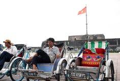 Vietnamese riksjabestuurder Stock Afbeeldingen
