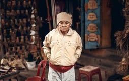 Vietnamese straatventer in Tint, Vietnam stock afbeelding