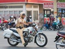 Vietnamese verkeerspolitieagent op het werk Stock Afbeeldingen